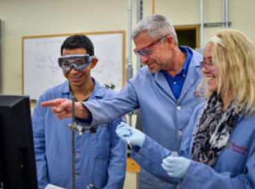 Professor Chris Chidsey works with Chemistry students (Ben Binhong Lin, Stanford University)
