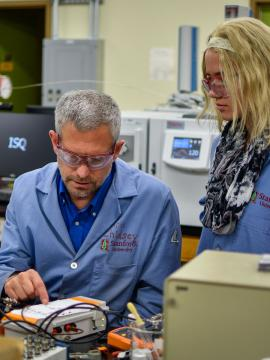 Professor Chris Chidsey works with a Chemistry student (Ben Binhong Lin, Stanford University)